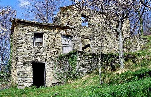 http://www.macalu.it/appennino/itinerari/mfasce/casatraso.jpg